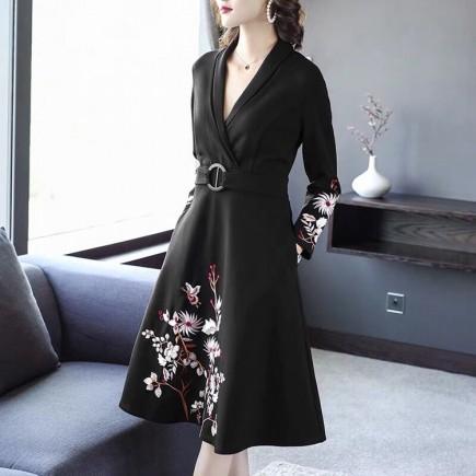 Đầm cổ vest tay thêu hoa -K369